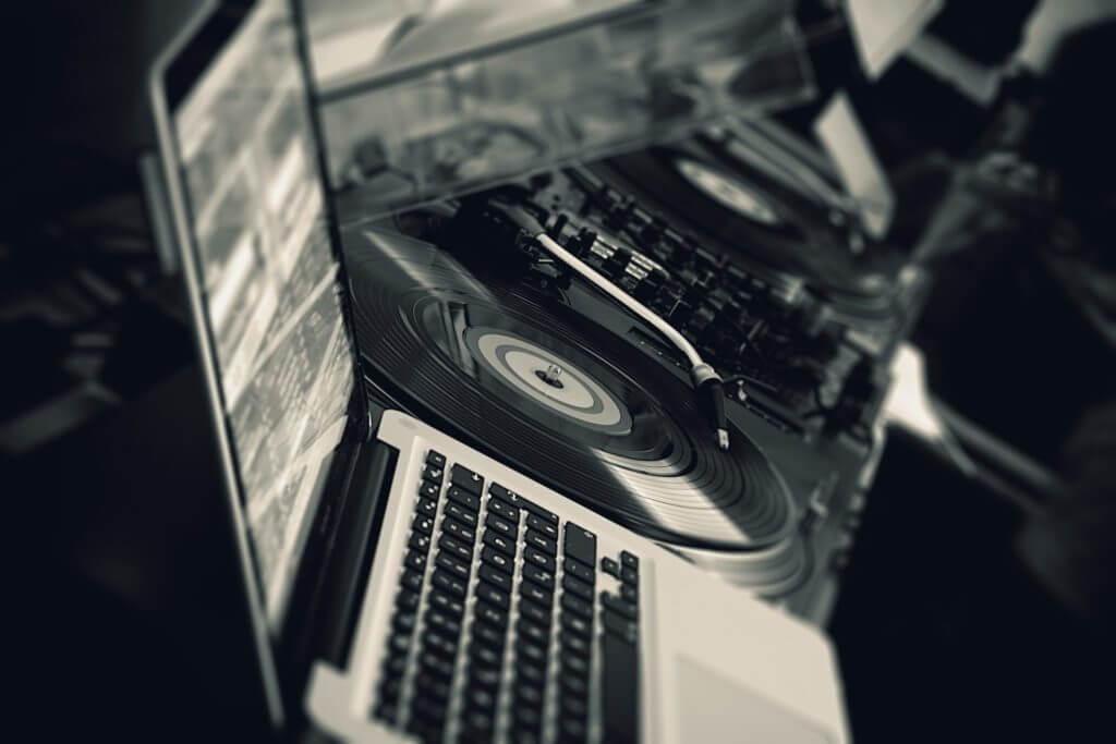 How to Start a DJ Business and Grow Your Side Income