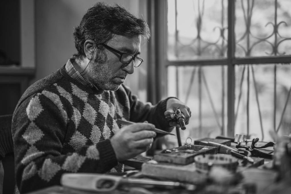 Le migliori idee imprenditoriali che realizzano gioielli fatti a mano come freelance